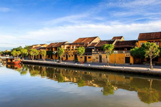 Transfer Hue to Hoi An by car