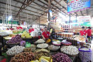shopping in da nang