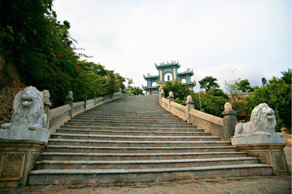 entrance gate linh ung pagoda