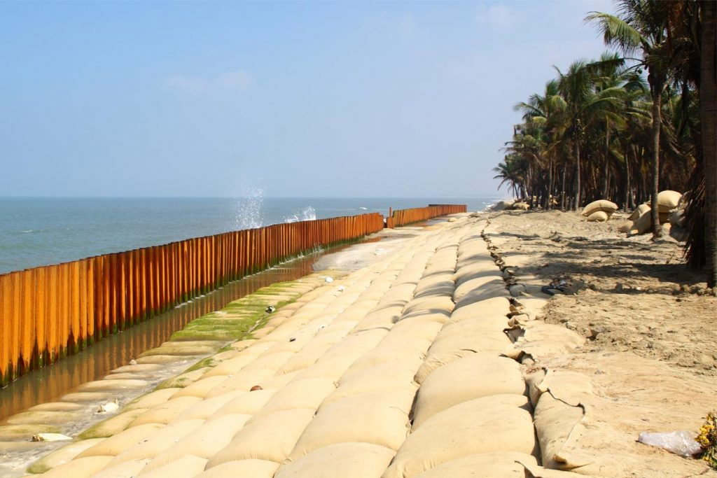 Erosion in Cua Dai beach
