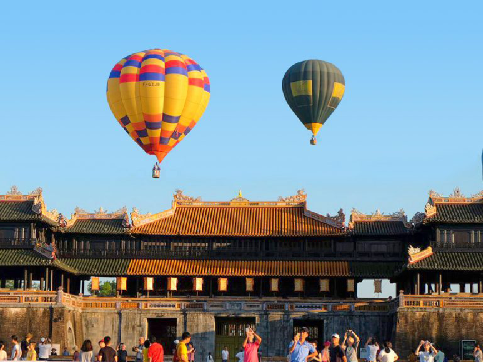 Best time for hot air balloons ride in Vietnam